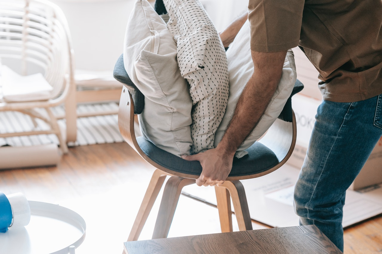 How to Pack Pillows for Moving: 6 Simple Steps