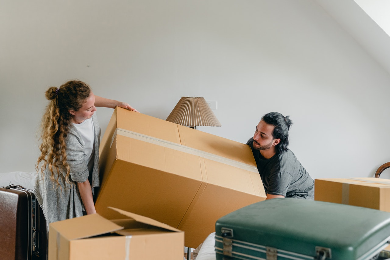 How to Pack Knives for Moving: Tips and Tricks
